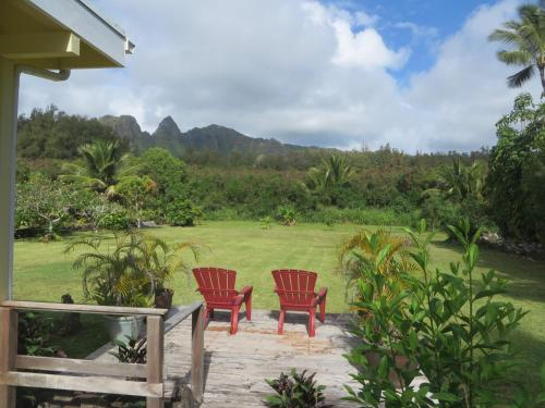 Hibiscus Hula Beach Cottage Photo