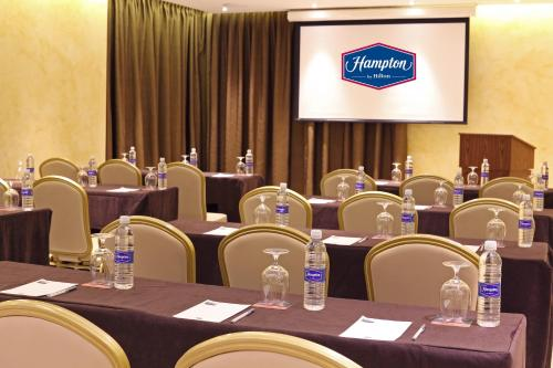 Hampton by Hilton Panama Photo