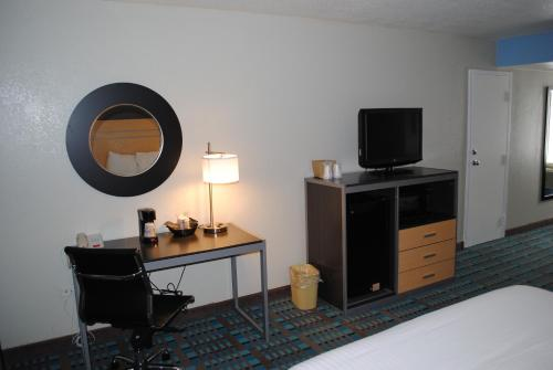 Fifth Season Inn & Suites Photo