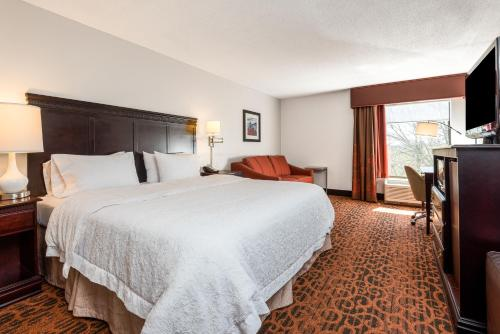 Hampton Inn Parkersburg/Mineral Wells Photo