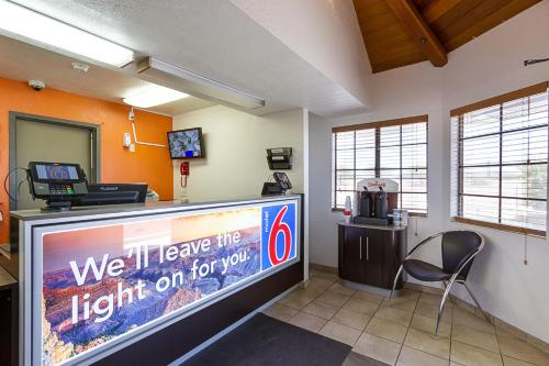 Motel 6 Mesa South Photo