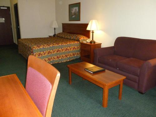 Best Western Liberty Inn DuPont Photo