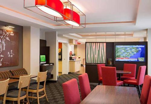 TownePlace Suites by Marriott Bakersfield West Photo