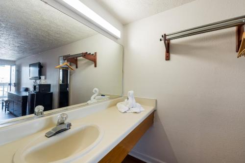 Motel 6 Norfolk - Ocean View Photo