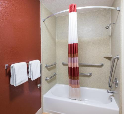Red Roof Inn & Suites Savannah Gateway Photo