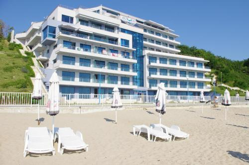 Aurora apartments on the beach, Обзор