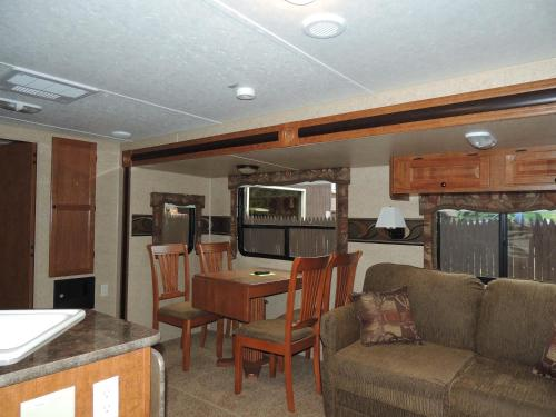 Lake George Escape 40 ft. Premium Travel Trailer 36 Photo