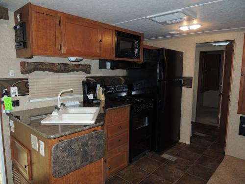 Lake George Escape 40 ft. Premium Travel Trailer 47 Photo