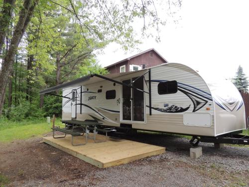 Lake George Escape 40 ft. Premium Travel Trailer 37 Photo