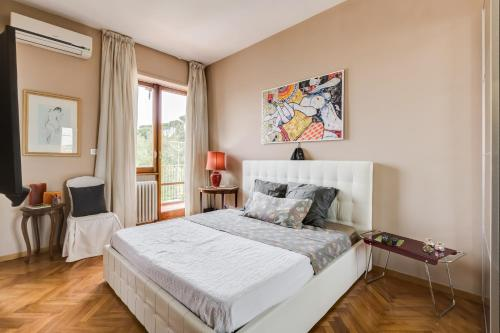 http://www.booking.com/hotel/it/san-pietro-home-roma.html?aid=1728672