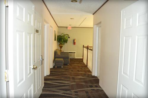 Adams Inn and Suites Photo