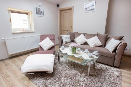 http://www.booking.com/hotel/pl/bs-apartments-miodowa-19.html?aid=1728672