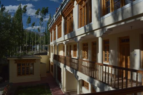 Barath Hotel & Guest House