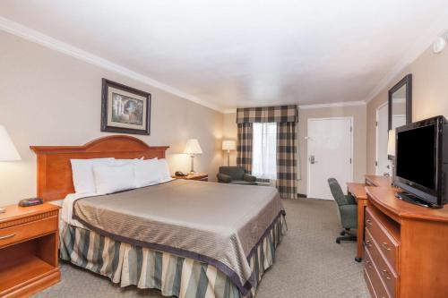 Travelodge Sylmar Ca - Sylmar, CA 91342