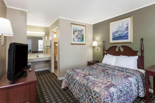 Days Inn Lenoir City Photo