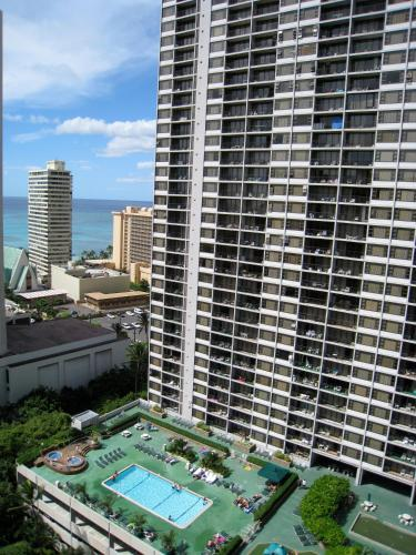 Waikiki Banyan Vacation Rentals Photo