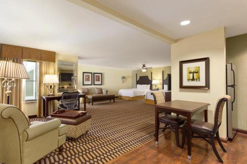 Homewood Suites Lafayette-Airport Photo