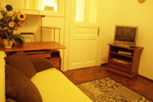 https://www.booking.com/hotel/ua/apartment-on-petra-doroshenka.en.html?aid=1728672
