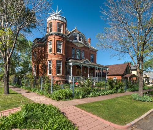 Lumber Baron Inn and Gardens Photo