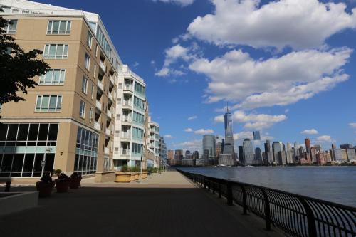 Jersey City Waterfront at The Pier - A Premier Furnished Apartment Photo