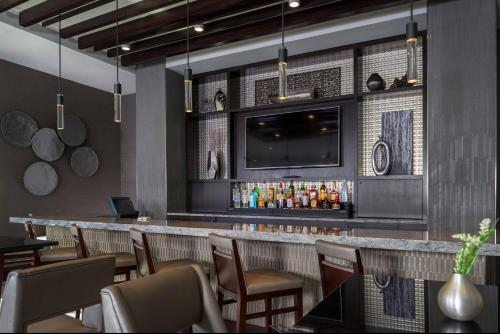 Courtyard by Marriott Edgewater NYC Area Photo