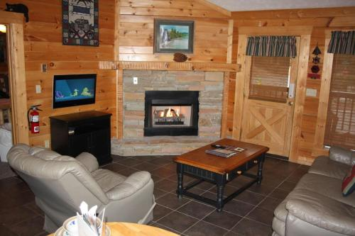 Eagle's Hideaway Cabin Photo