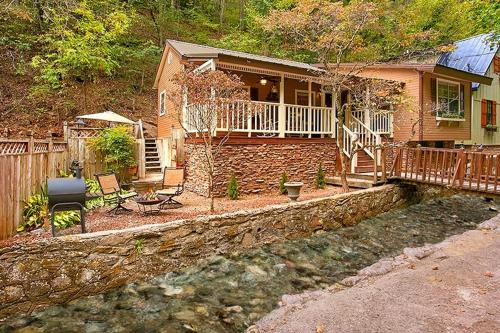 Owl Be Back Creekside Holiday home Photo