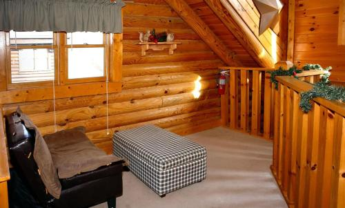Dainty's Digs Duplex Cabin in Pigeon Forge Photo