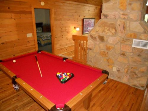 Greenbriar Lodge Cabin Photo