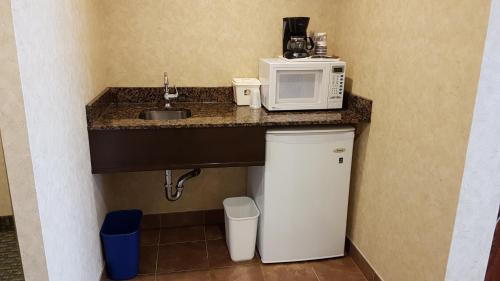 Best Western Voyageur Place Hotel Photo