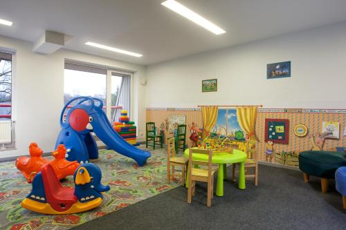 Family Room (2 Adults + 2 Children) Marine Class