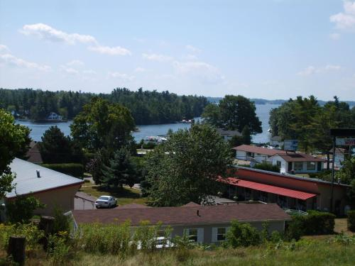 Capricorn Motel Royale 1000 Islands Photo