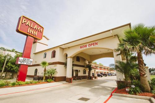Palace Inn Baytown Photo