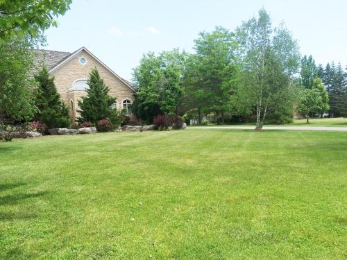 Luxury Home in Beautiful 1.5 Acre Land Photo