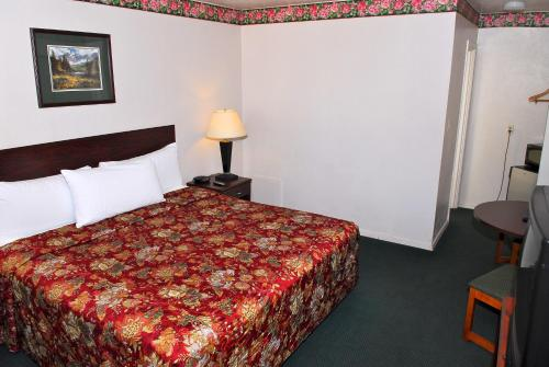 Stone Inn Extended Stay U of A Photo