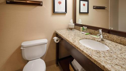 Best Western Plus Denham Inn & Suites Photo