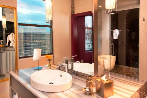 Kimpton Hotel Monaco Philadelphia Photo
