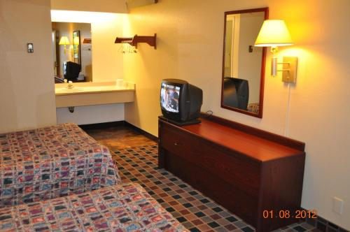 Motel 6 Raliegh East New Bern Ave