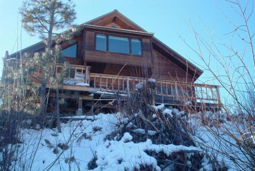 Streamside Vacation Cabin Rental in Beautiful Garden Valley, Idaho Photo
