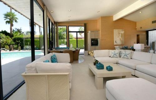 Luxury Golf Course Retreat Villa Photo