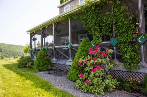 Chanterelle Inn & Cottages featuring Restaurant 100 KM Photo