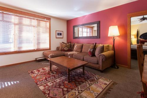 Mammoth Village Condo - Mammoth Lakes, CA 93546