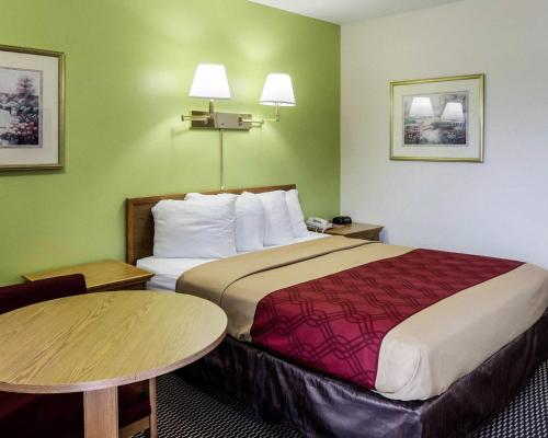 Econo Lodge University Photo