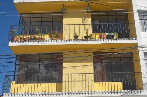 Hotel The Quito Guest House With Yellow Balconies