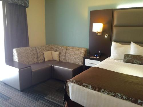 Club Hotel Nashville Inn & Suites Photo