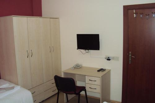 Educa hostel airport in istanbul turkey lonely planet for Educa suites istanbul