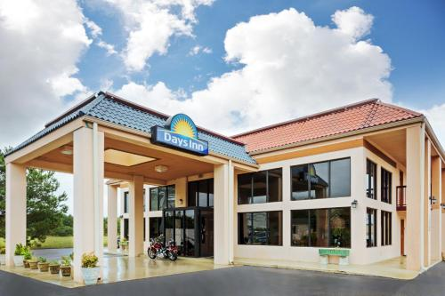 Days Inn - Clinton, NC Photo