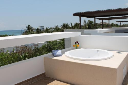Luxurious Ocean Villa - Steps to Akumal Beach Photo