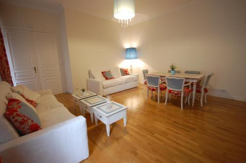 Large Apartment in Champs Elysées area. photo 9