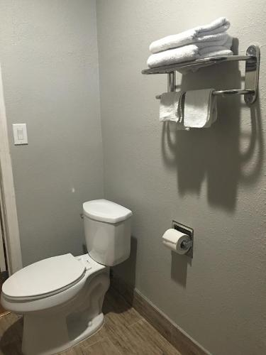 Town House Motel - Lynwood, CA 90262